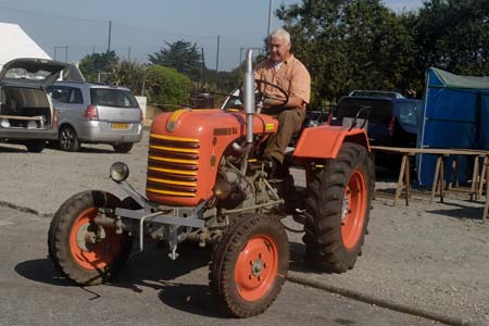 Le garage tracteurs anciens d 39 iroise for Garage ford concarneau